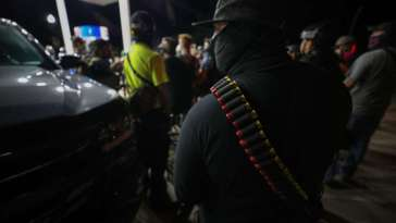 "US Cops Are Treating White Militias as ""Heavily Armed Friendlies"" 23"