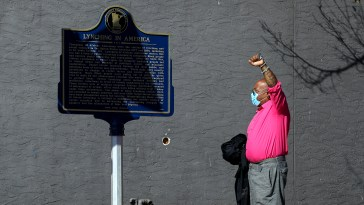 Duluth Installs Historical Marker Recognizing Lynching Victims 4