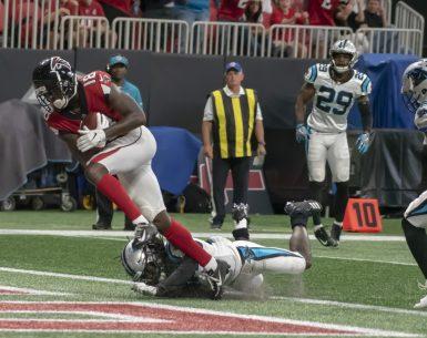 Calvin Ridley scores a touchdown