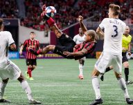 Josef Martinez does a bicycle kick