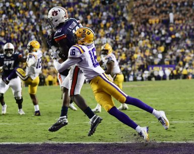 Seth Williams makes a catch against LSU