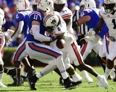 Christian Tutt Sacks Florida Quarterback and causes a fumble #WarEagle, #AUNextLevel, #auburn, #auburntigers, #secfootball