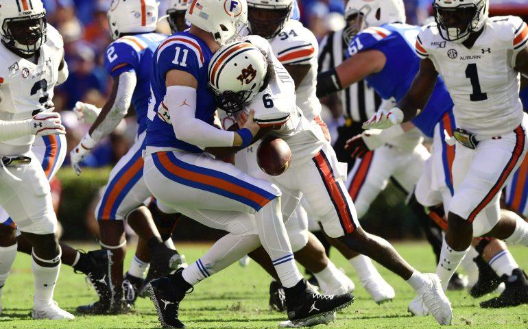 Christian Tutt Sacks Florida Quarterback and causes a fumble #WarEagle, #AUNextLevel, #auburn, #auburntigers, #secfootball