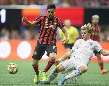 Pity Martinez dribbles past a defender from the San Jose Earthquakes during a MLS match at Mercedes-Benz Stadium