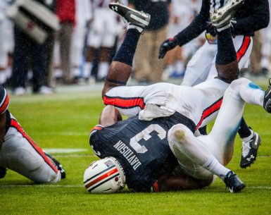 Marlon Davidson Defensive Tackle Auburn Tigers smashes a Samford player #WarEagle, #AUNextLevel, #auburn, #auburntigers, #secfootball