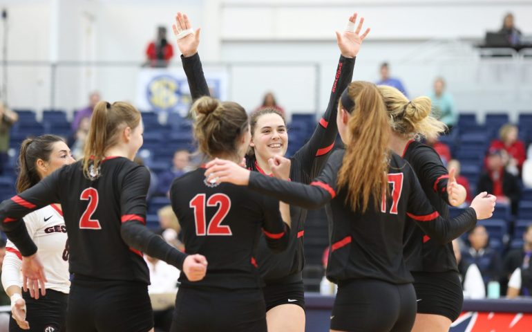 Kacie Evans tallied 14 kills to lead the Georgia Bulldogs Volleyball to victory #uga