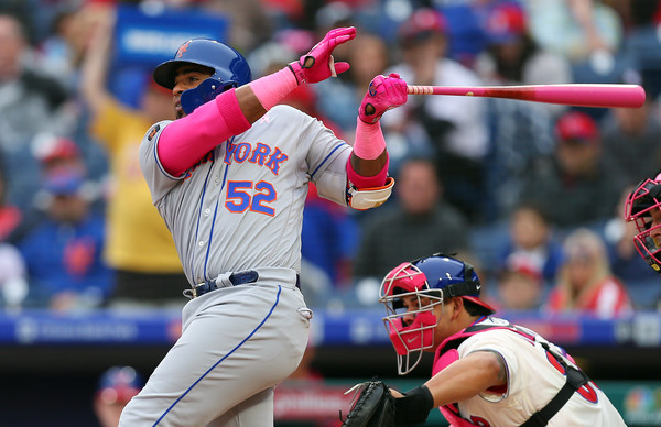 Yoenis Cespedes swinging a big bat for the Mets