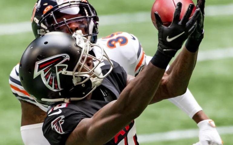 #Atlantafalcons, #Dirtybirds, #NFL, Calvin Ridley catches a pass