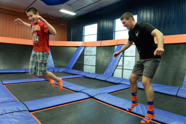 open bounce hours at an indoor trampoline park in pittsburgh pennsylvania