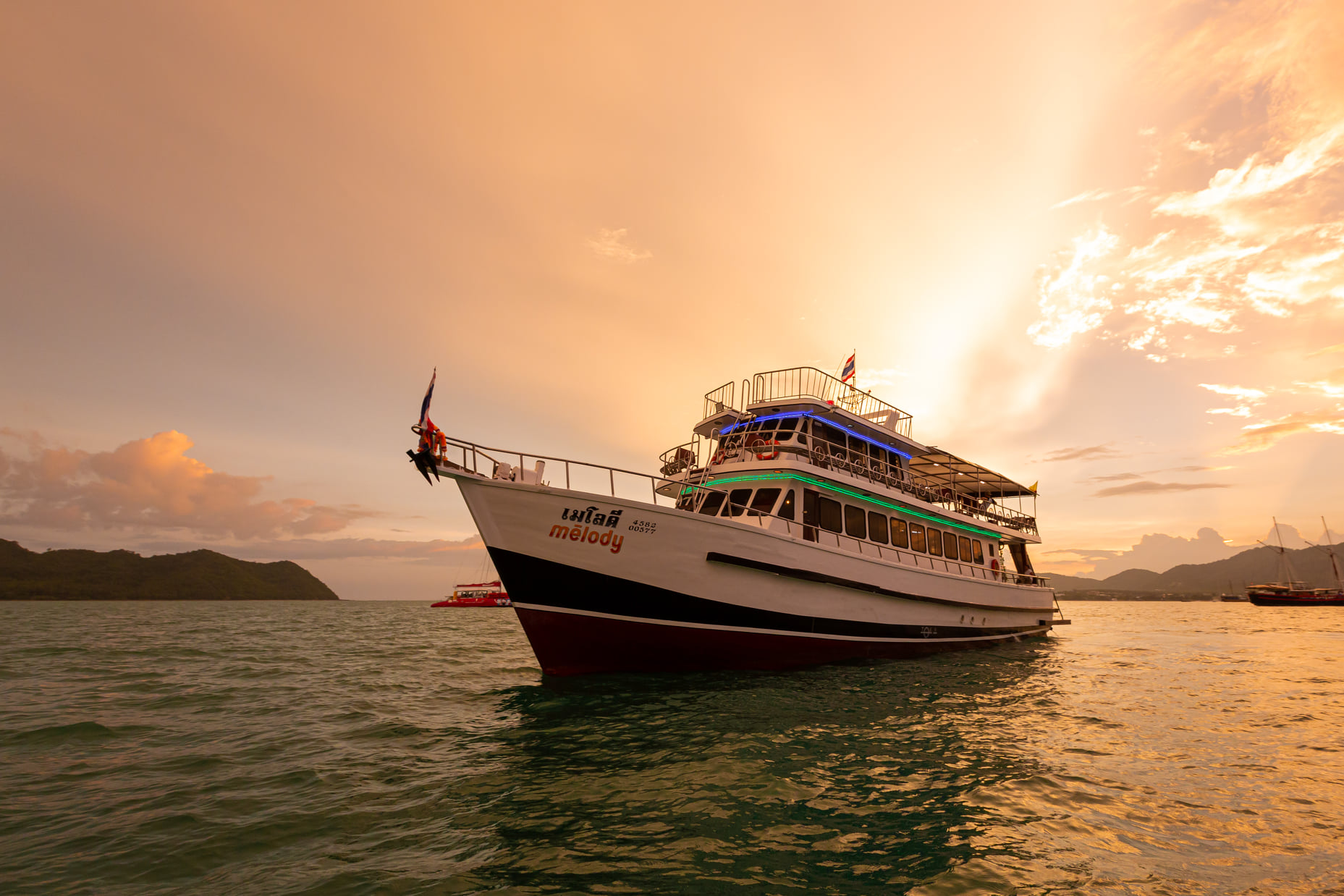 Phuket Sunset Dinner Cruise - The best price from the company Activeholidays Co., LTD