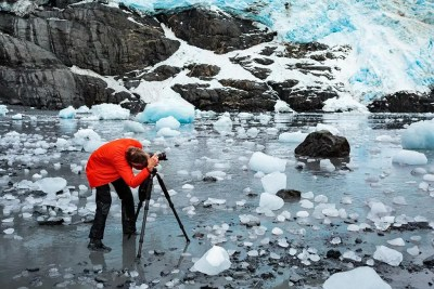 Photographing icebergs at low tide on Prince William Sound charter boat © Michael DeYoung
