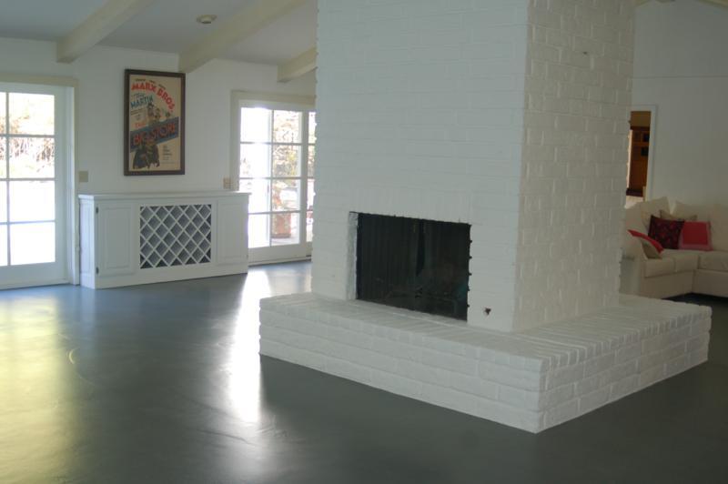 W-i-d-e open floorplan