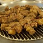 【沸騰ワード10 森七菜が一人焼肉】立ち食い焼肉 新宿『治郎丸』のお店・メニューを紹介