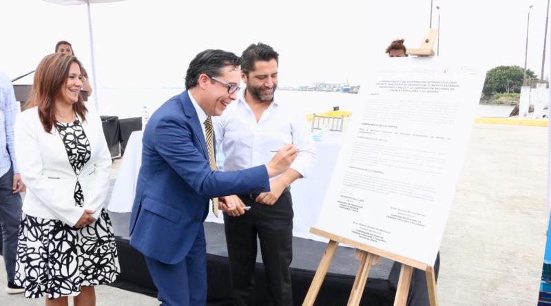 Firma de convenio entre el MPCEIP y CONAFIPS