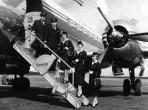 Équipage Finnair posant sur la passerelle en 1954