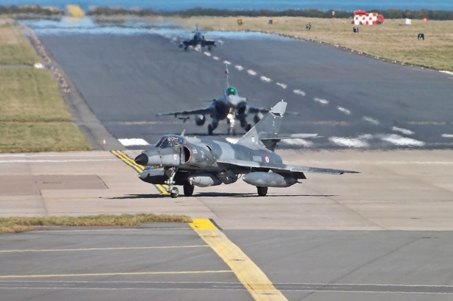 Etendard 2 Rafale 33 par Mark Harkin sous (CC BY 2.0) https://www.flickr.com/photos/markyharky/8666767622/ https://creativecommons.org/licenses/by/2.0/