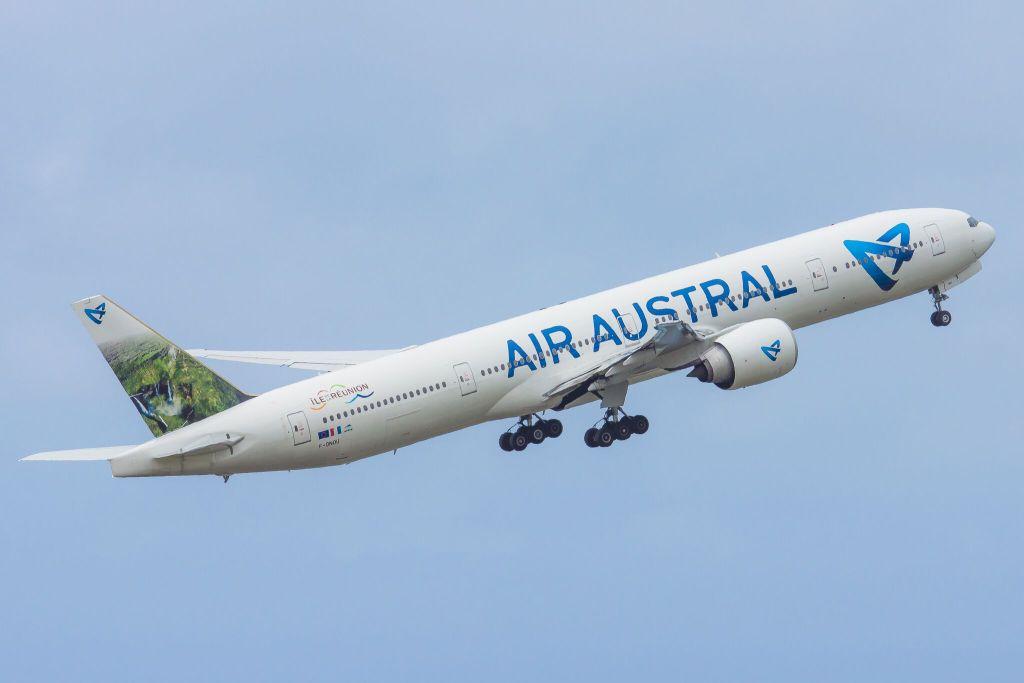 Air Austral Boeing 777-300