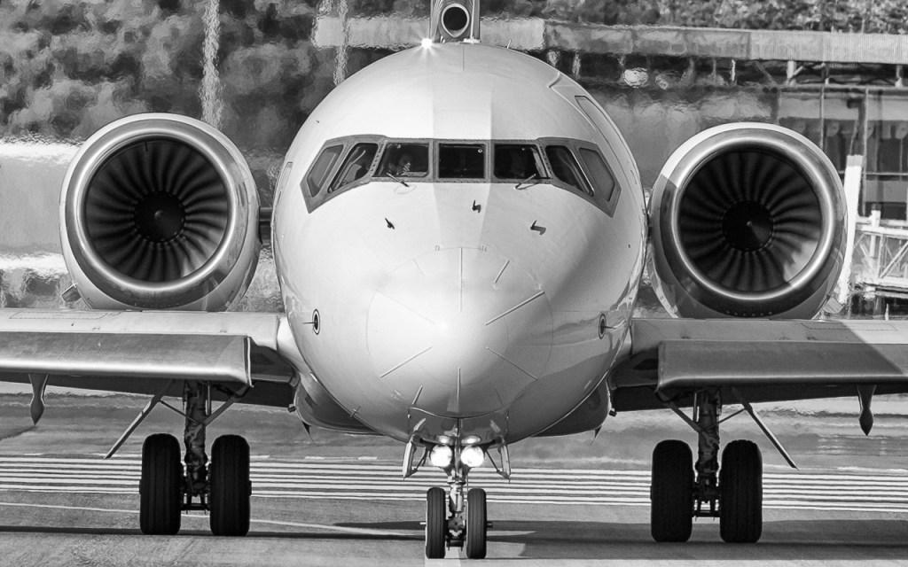 Boeing 717 Volotea de face
