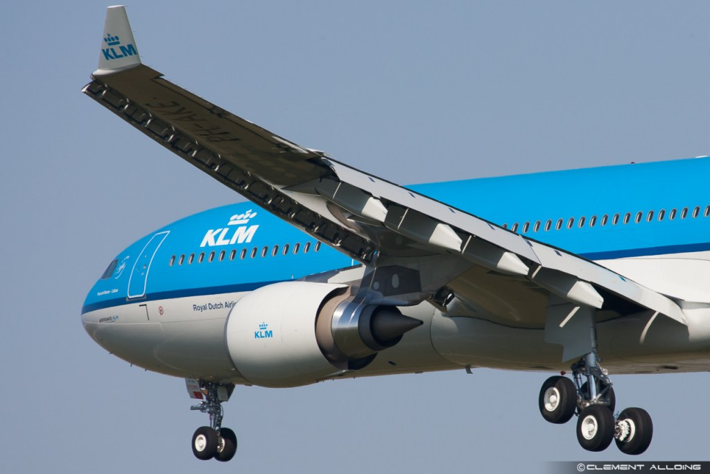 KLM Royal Dutch Airlines Airbus A330-303 cn 1381 F-WWYL // PH-AKE