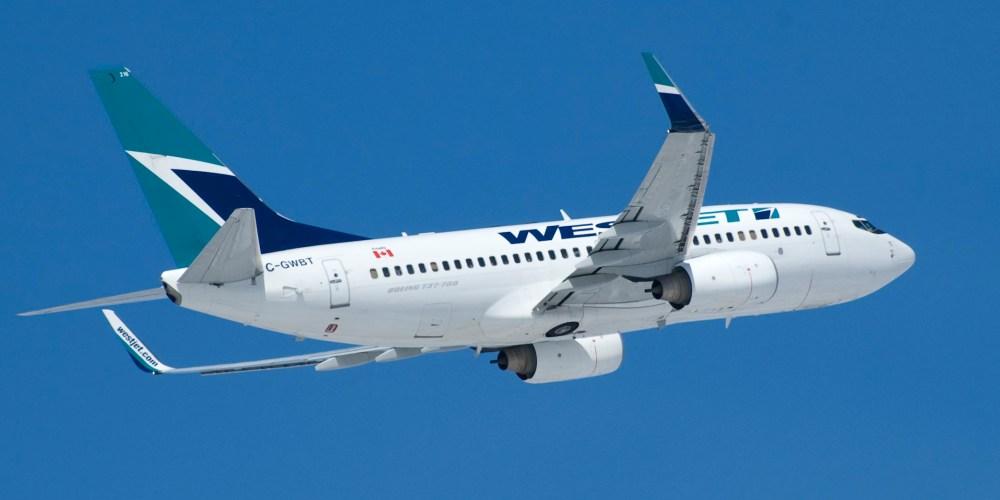 Boeing 737-700 [C-GWBT] au départ