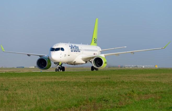 Bombardier CS300 airBaltic à Paris CDG