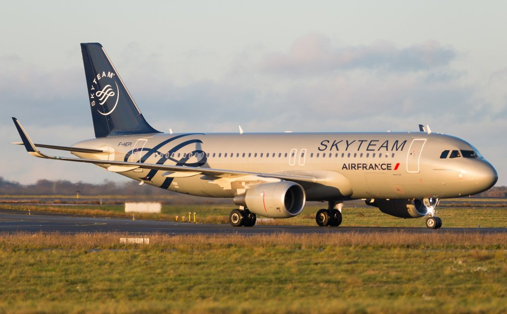 Airbus A320-214 Air France (Skyteam Livery) F-HEPI