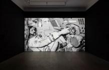 Halil Altindere, Space Refugee, 2016, film vidéo HD, durée 21'et installation