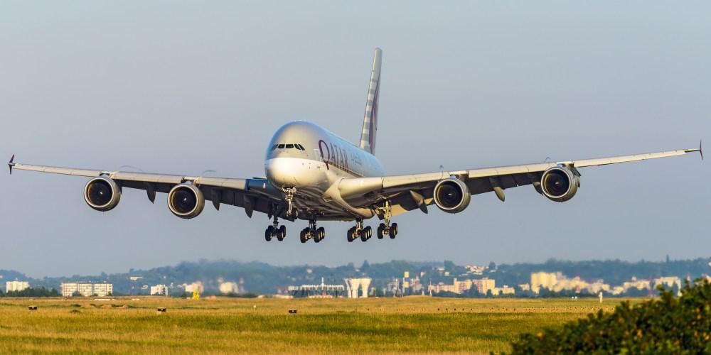Airbus A380 Qatar en approche finale à Paris CDG