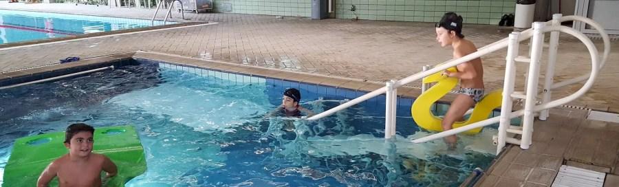 Plataforma e Escada para piscina recreativa em clube social.