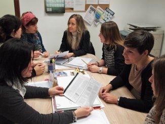 Las profesionales del CRIS en una reunión de trabajo