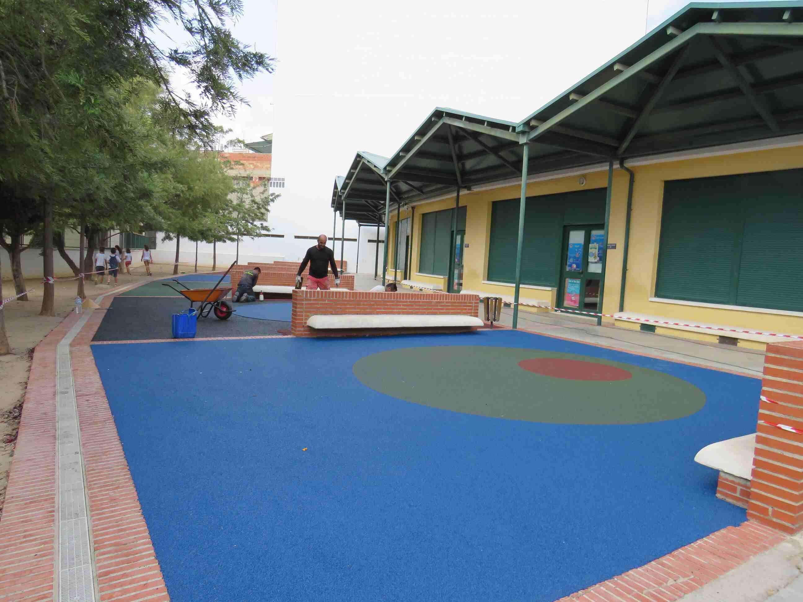 Reparación del pavimento en el C.E.I.P Pintor Camarón de infantil