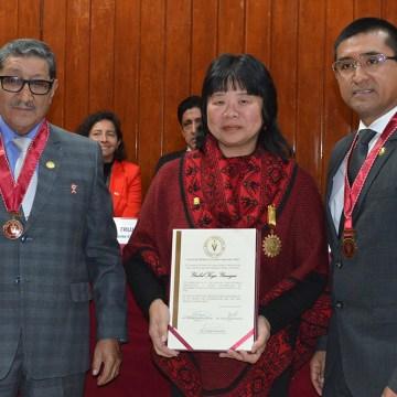 Dra. Ysabel Koga recibe reconocimiento del Colegio Médico Veterinario del Perú