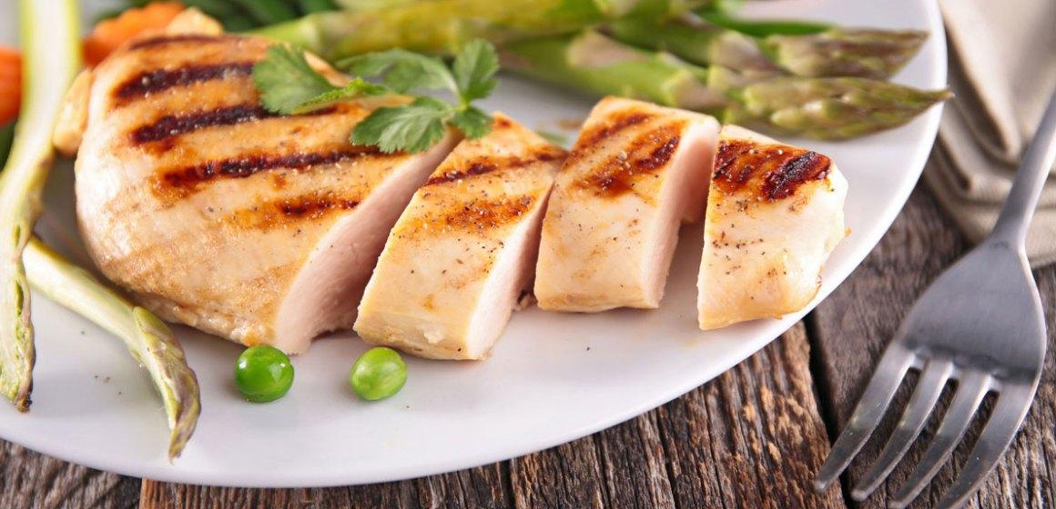 La carne de pollo como parte de una alimentación saludable controlada en sodio