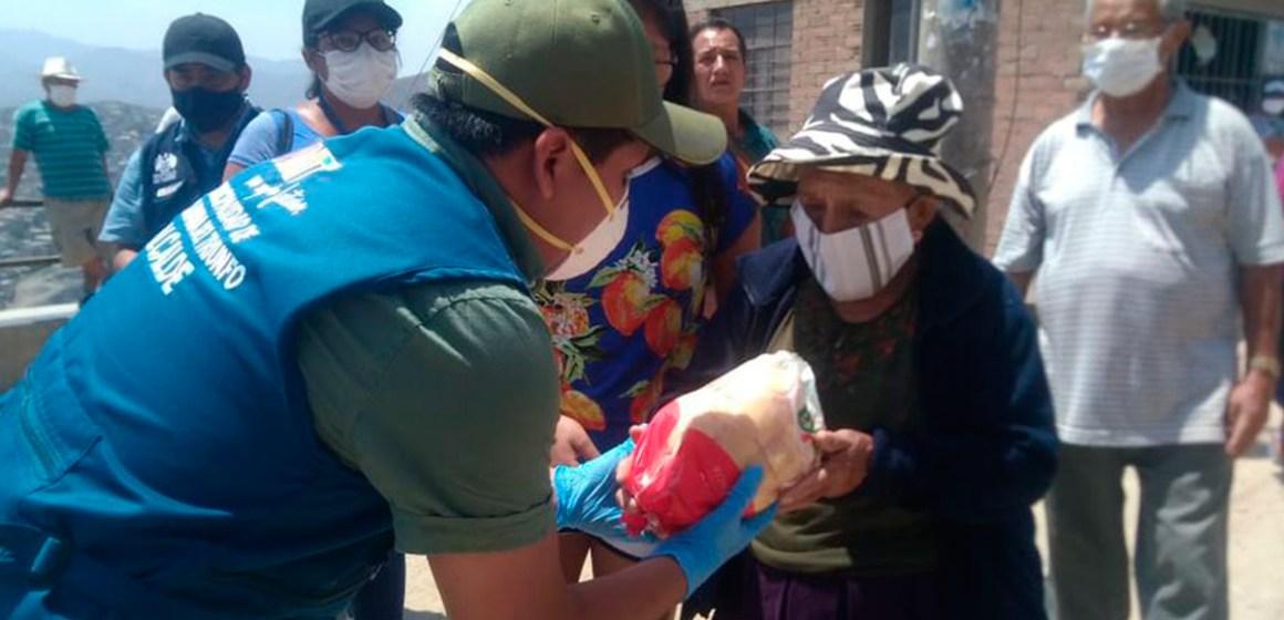 COVID-19 en Perú: entregan en VMT más de 5 mil pollos a  familias de escasos recursos