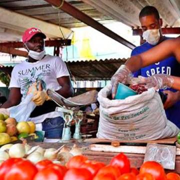 COVID-19: Cuba prioriza y raciona los alimentos ante la pandemia, entre ellos el pollo