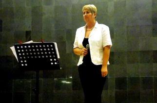 Succes, Carmencita Lungu! Jandarmeriţa din Giurgiu participă la un festival naţional de muzică uşoară