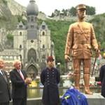 Inauguration d'une statue du lieutenant de Gaulle à Dinant