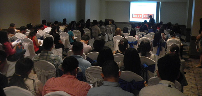 FUNIBER présente les programmes de troisième cycle à des professionnels de l'Hôpital María au Honduras