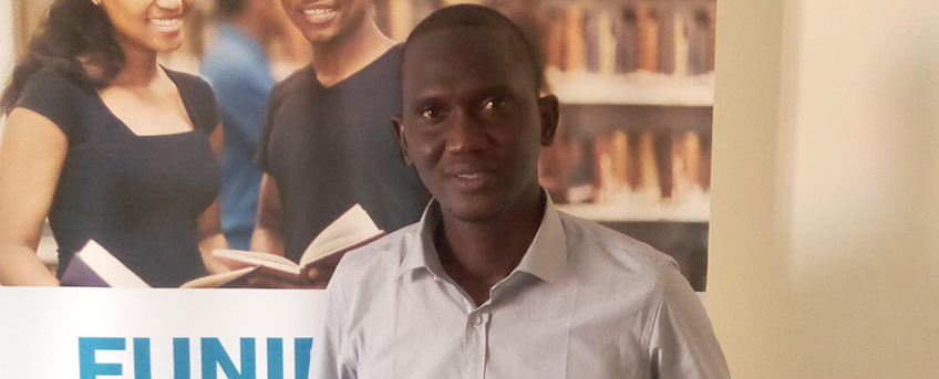 FUNIBER offre un diplôme à un étudiant boursier du Sénégal