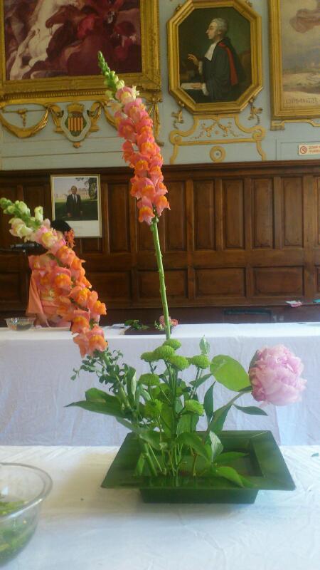 Voici une composition florale créée par Brigitte. C'est beau n'est-ce pas ?