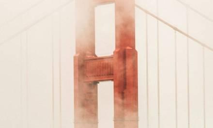 Golden Gate Bridge recouvert d'un brouillard