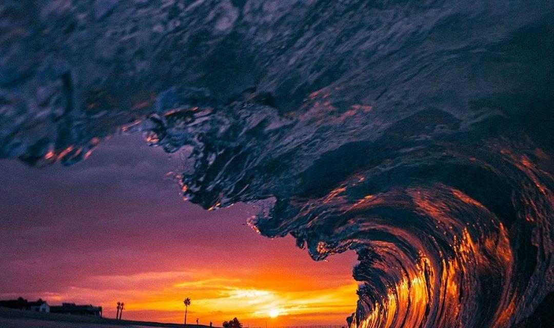 Un superbe coucher de soleil par le photographe de surf @stanmoniz avec l'a7R IV