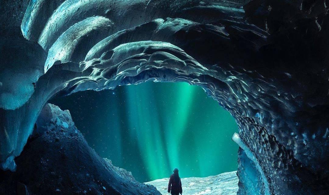 Grotte de glace en Islande capturée avec l'a7R III par@mydetoxtravel