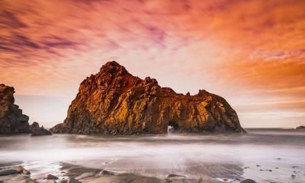 Un emplacement photo classique sur la côte californienne, Pfeiffer Beach, capturé par des phot …