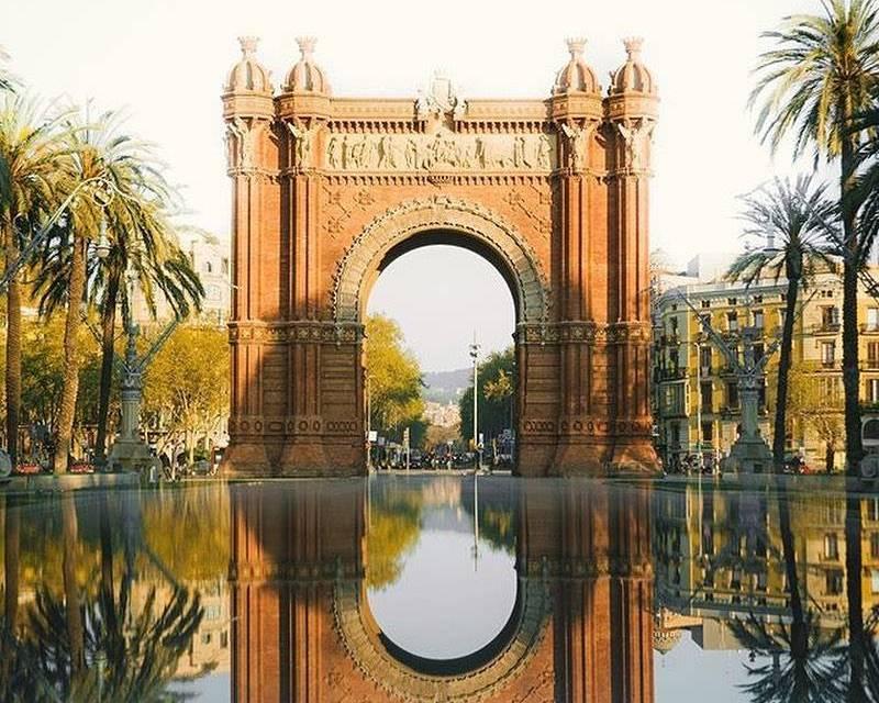 Effet miroir pour l'Arc de Triomphe de Barcelone