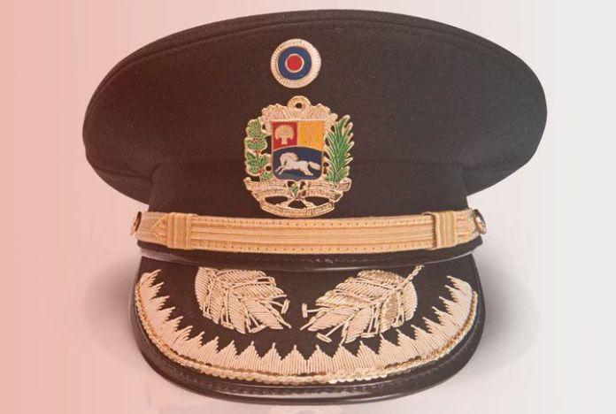 El militar es su uniforme - Luis-Aníbal Gómez