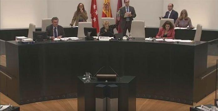 Manuela Carmena vota a favor de invitar a Lilian Tintori