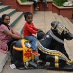 Ninno-montado-en-diosa-hindu