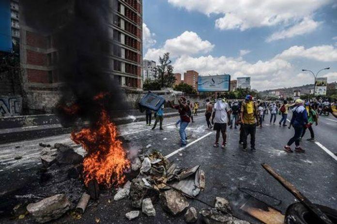 Le Monde - La espiral mortífera venezolana