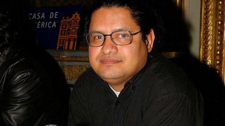 """Juan Carlos Chirinos: """"Cada vez que anuncian su muerte, la novela se lee más"""""""